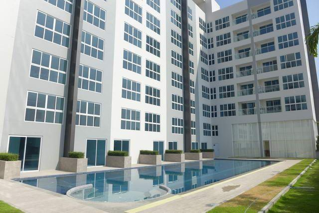 Condominium For Sale South Pattaya showing the condo and pool