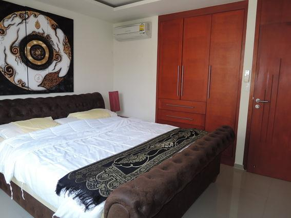 Condominium for rent Pattaya showing the master bedroom