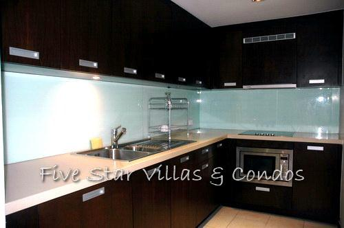 Condominium for rent on Pattaya Beach at NORTHSHORE showing the kitchen