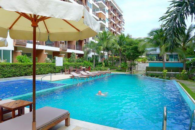 Condominium For Sale South Pattaya showing the communal swimming pool