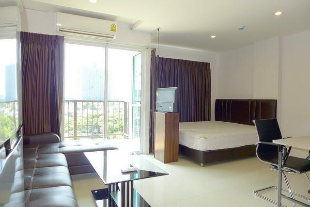 Condominium For Sale South Pattaya showing the living and bed areas