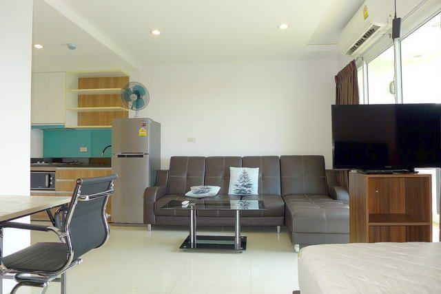 Condominium For Sale South Pattaya showing the living area