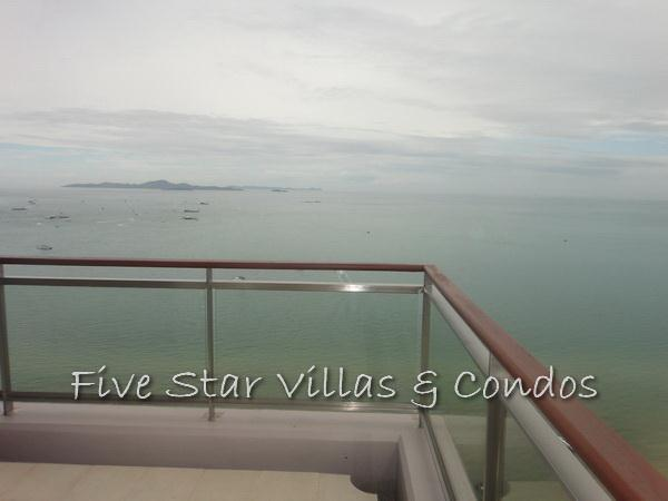 Condominium for rent on Pattaya Beach at Northshore showing the corner balcony view