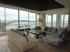 Condominium for rent on Pattaya Beach at Northshore showing a living area