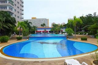 Condominium for sale Jomtien showing the communal pool