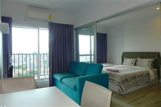 Condominium for sale Central Pattaya showing the living and bedroom areas