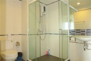 Condominium for sale Central Pattaya showing the bathroom