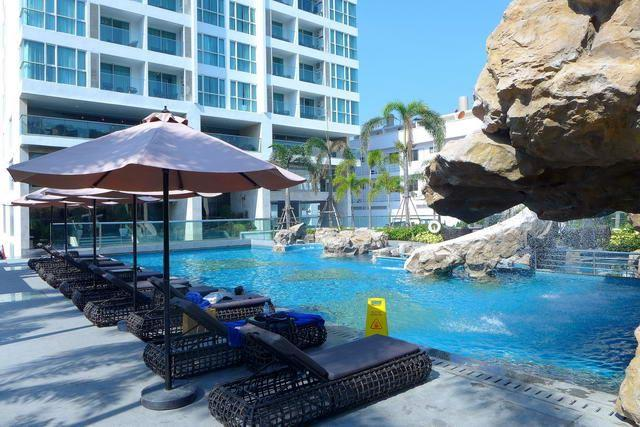 Condominium for sale on Pratumnak Hill showing the communal pool