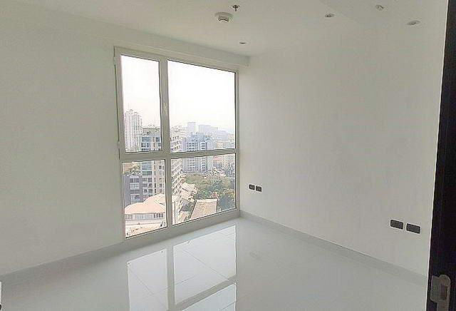 Condominium for sale on Pratumnak Hill showing the bedroom