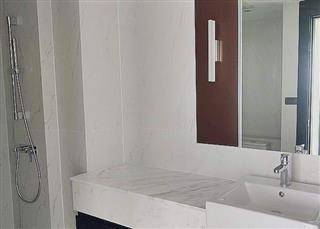 Condominium for sale on Pratumnak Hill showing the bathroom