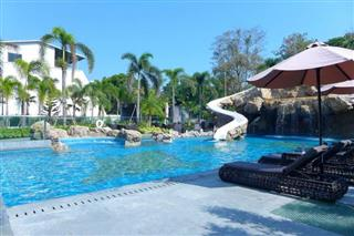 Condominium for sale on Pratumnak Hill showing the large communal pool