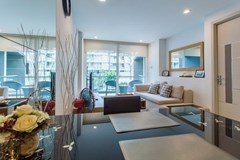 Condominium for rent Pattaya showing the dining and living areas