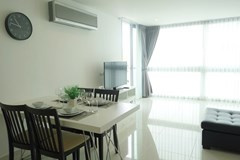 Condominium for rent Wong Amat showing the dining and living areas