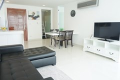 Condominium for rent Wong Amat showing the living and dining areas
