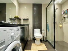 Condominium for sale Ban Amphur showing the second bathroom