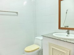 House for sale Pratumnak Pattaya showing the bathroom