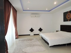 House for rent at Pattaya The Vineyard showing the master bedroom