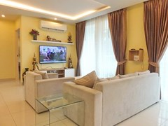 Condominium for rent Jomtien Pattaya showing the living room