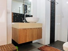 Condominium for rent Jomtien Pattaya showing the bathroom