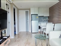Condominium for rent Jomtien Pattaya showing the open plan concept and entrance