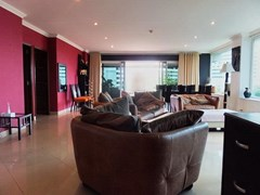 Condominium for rent Pratumnak Pattaya showing the living, dining area and entrance
