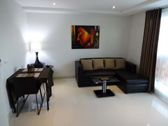 Condominium for rent South Pattaya showing the living and dining areas