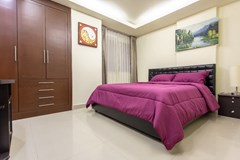 Condominium for sale Pattaya showing the second bedroom with built-in wardrobes