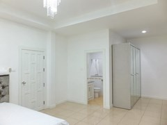 House for rent East Pattaya showing the third bedroom with furniture