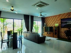 House for rent Huay Yai Pattaya showing the dining and living areas