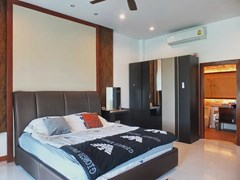 House for rent Huay Yai Pattaya showing the master bedroom suite