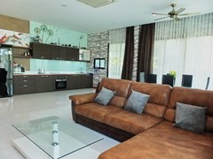 House for rent Huay Yai Pattaya showing the living, dining and kitchen