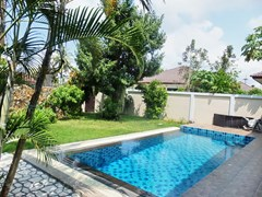 House for rent Huay Yai Pattaya showing the pool and garden