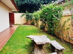 House for Rent East Pattaya showing the garden