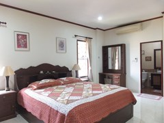 House for rent Bangsaray Pattaya showing the master bedroom suite