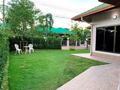 House for rent East Pattaya showing the garden and terrace