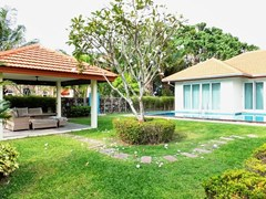 House for rent Mabprachan Pattaya showing the covered terrace and garden