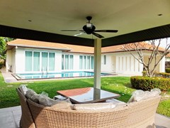 House for rent Mabprachan Pattaya showing the covered terrace  and pool
