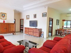 House for rent East Pattaya showing the living and dining areas