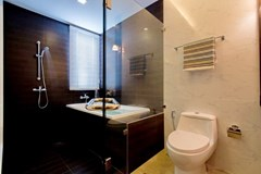 House for rent East Jomtien showing the master bathroom