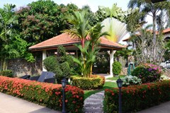 House for sale Pattaya Mabprachan showing the garden and sala