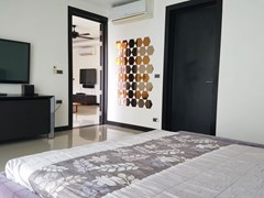 House for sale Pattaya Mabprachan showing the master bedroom