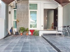 House for sale East Pattaya showing the covered terrace