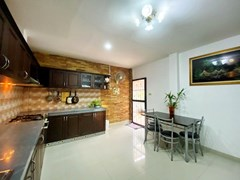 House for sale Jomtien showing the dining and kitchen