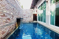 House for sale East Jomtien showing the private pool