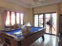 House for sale East Pattaya showing the entertainment area