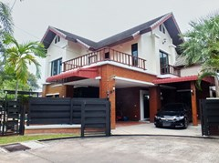House for sale East Pattaya showing the house frontage