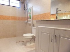 House for sale East Pattaya showing the third bathroom