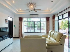 House for sale Pattaya Bangsaray showing the living room