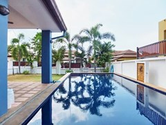 House for sale Pattaya Bangsaray showing the private pool