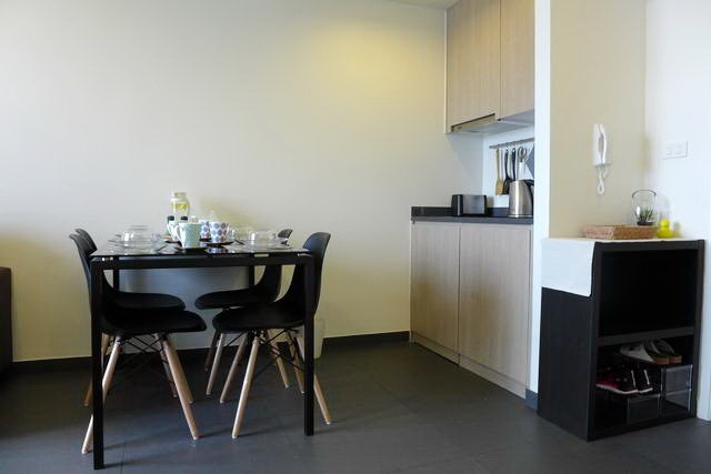 Condominium for Rent Pattaya showing the kitchen and dining area